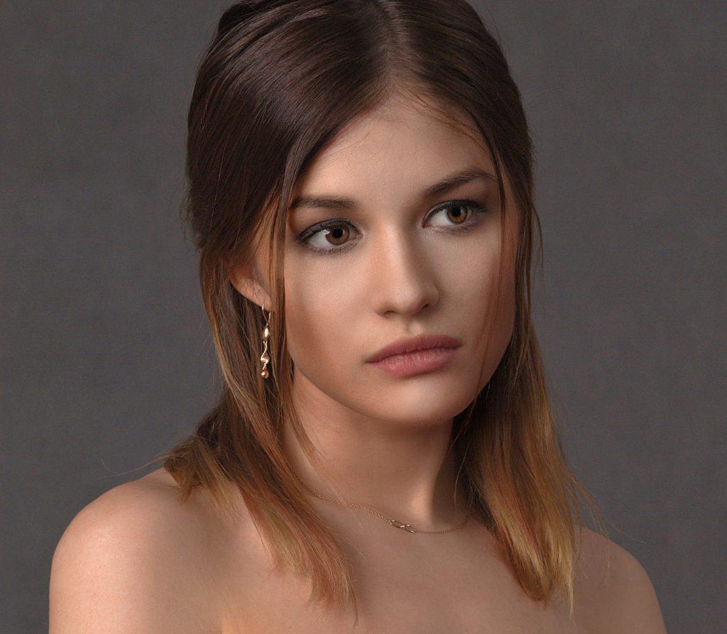 אישה צעירה