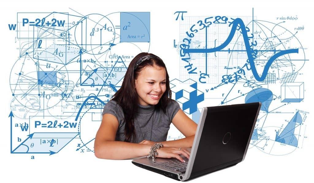 ילדה ומחשב