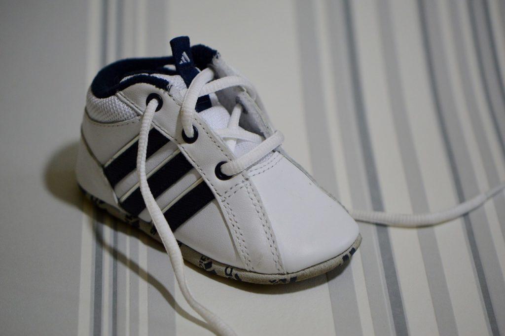 נעל של חברת אדידס